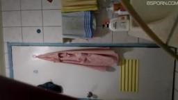 熟女媽媽莊媛淑洗澡被兒子偷拍流出
