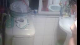 装个针孔偷拍隔壁少妇洗澡