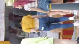 街上偷拍身材超好的韓國美女