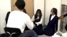 日本劫匪强奸银行职员