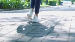 火爆P站漂亮嫩模KYL運動型女孩公園裸體跑步 回到家玩漂亮粉穴到高潮浪叫 好想操她 高清720P原版無水印