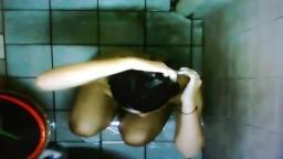 偷拍我的妹妹洗澡