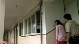 上海大學文佳在校園樓梯口打砲