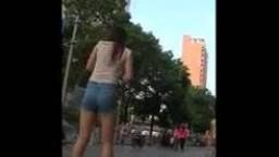 偷拍性感女孩走街