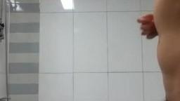 偷拍女友洗澡