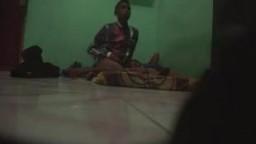 印度男孩偷拍他和女友的性愛過程