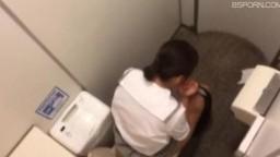 廁所偷拍--小姐你忘了擦屁股啦