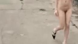 美女裸身逛街02