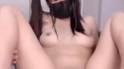 雙馬尾掰逼玩肛門