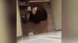 偷拍大學同學尿尿